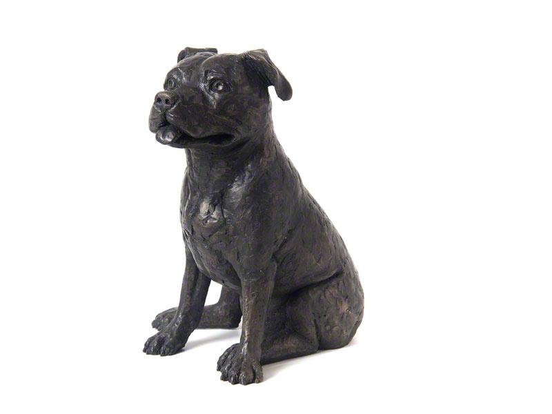 Gegoten Hondenbeeldje Staffordshire Bull Terrier